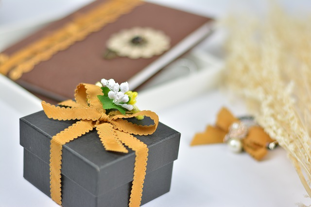 Подарочная упаковка из пластика - цветок