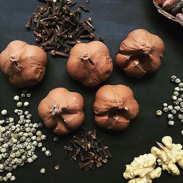 Чеснок из шоколада
