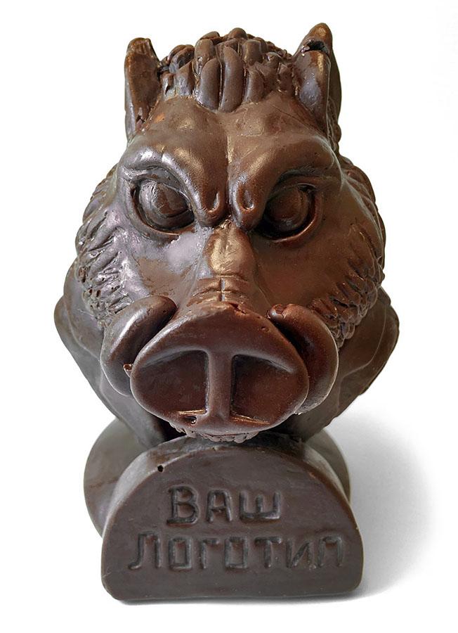 Фигурка свинки из шоколада в консервной банке