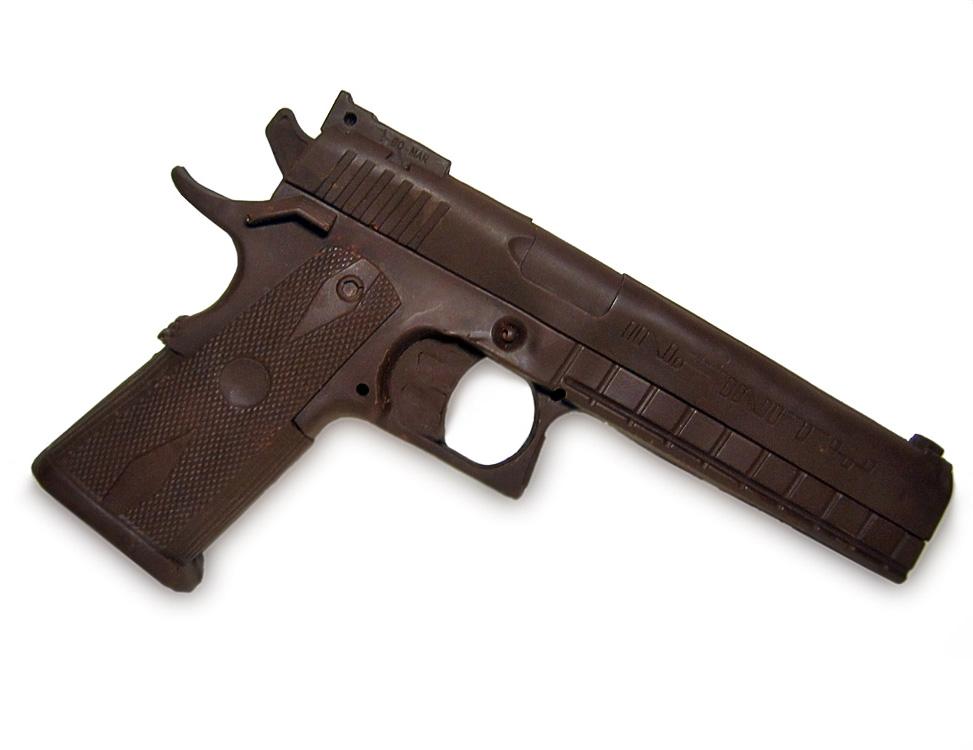 Шоколадный пистолет - подарок для мужчин
