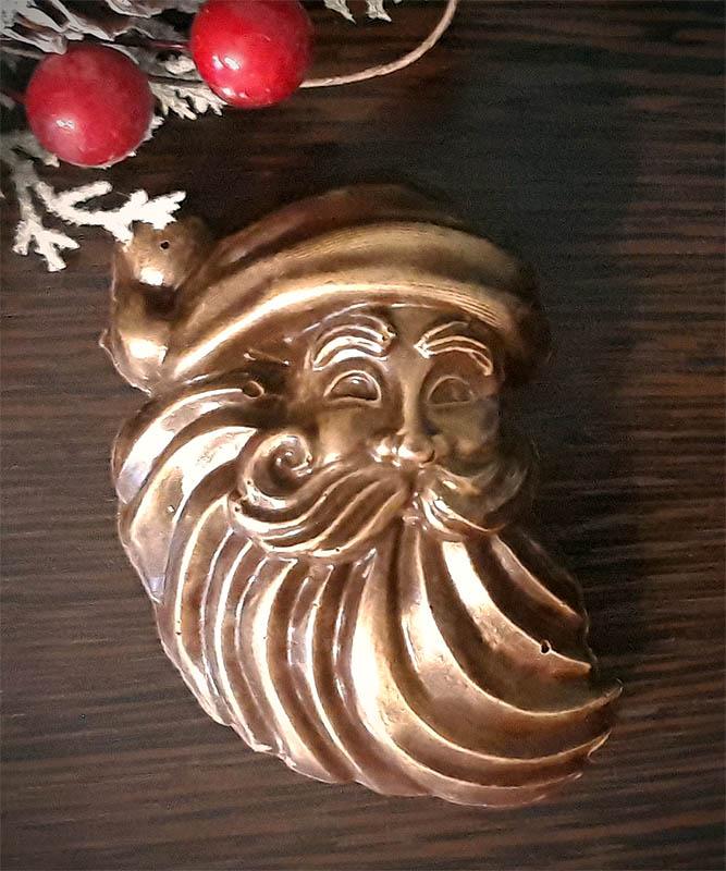 Фигурка Деда Мороза из шоколада