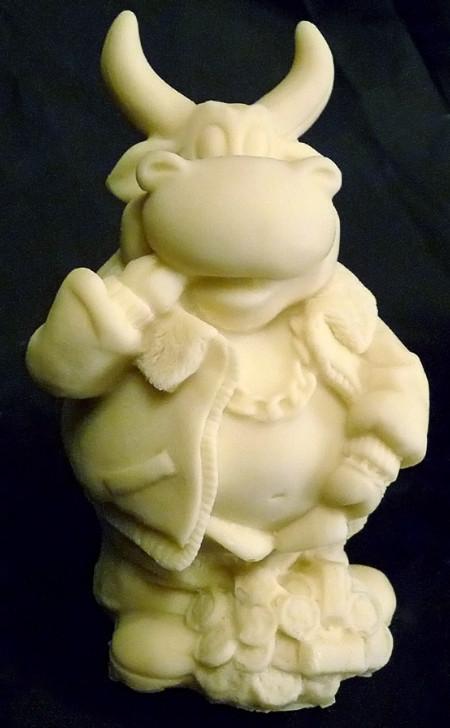 Фигура бычка из шоколада