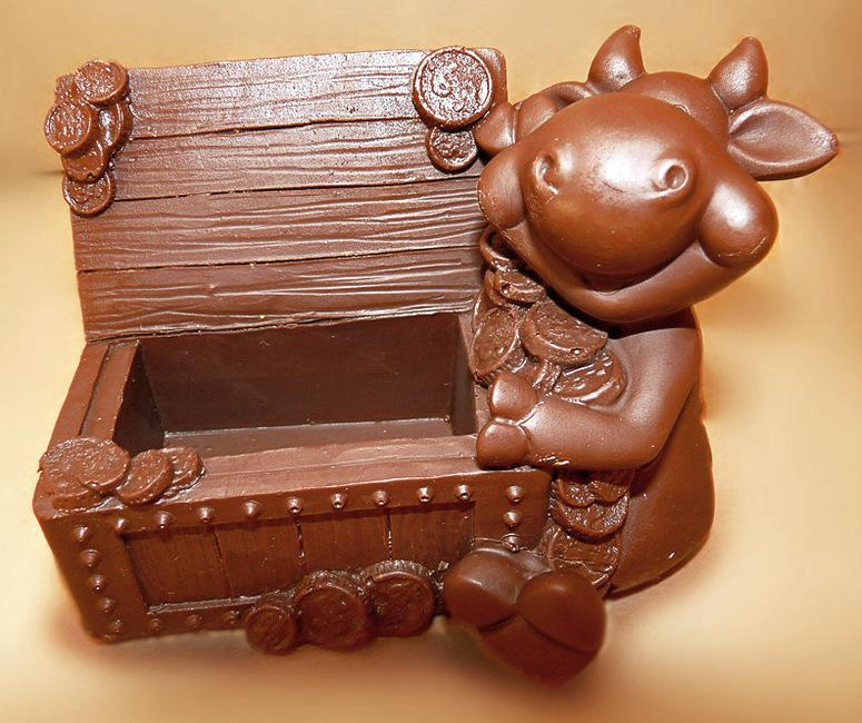 Фигурка быка из шоколада