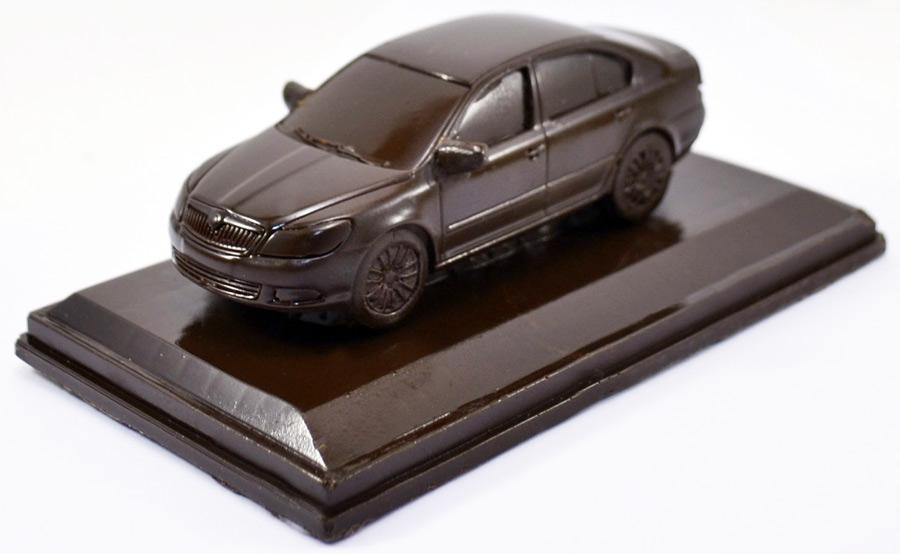 Фигурка шоколадная в виде машины