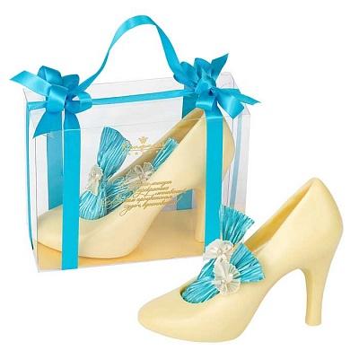 Фигурки туфель из шоколада