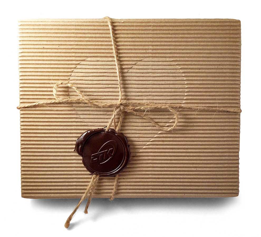 Конфеты ручной работы в коробочке с сургучом