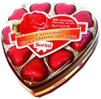 Классический подарок – коробка шоколадных конфет – в день всех влюбленных может стать особенным сладким подарком