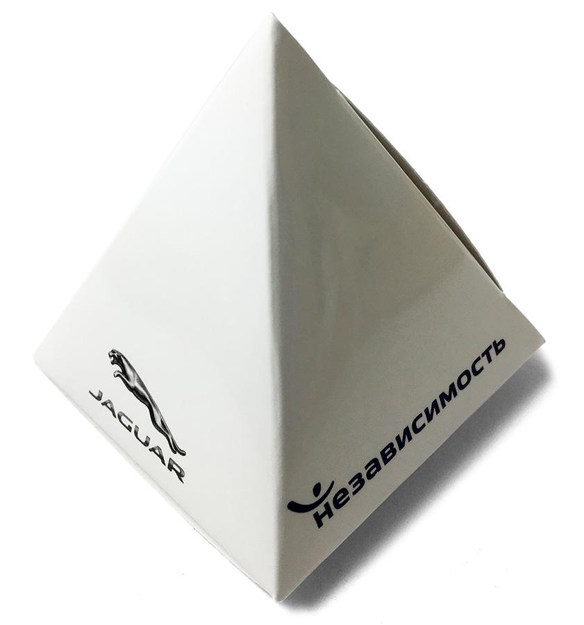 Конфеты в коробочках-пирамидках с логотипом Jaguar Land Rover