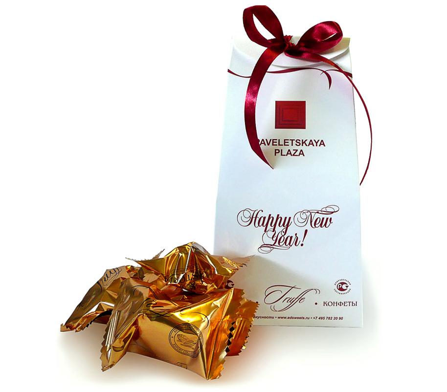 Трюфели в коробочках с лентой с логотипом Павелецкая плаза