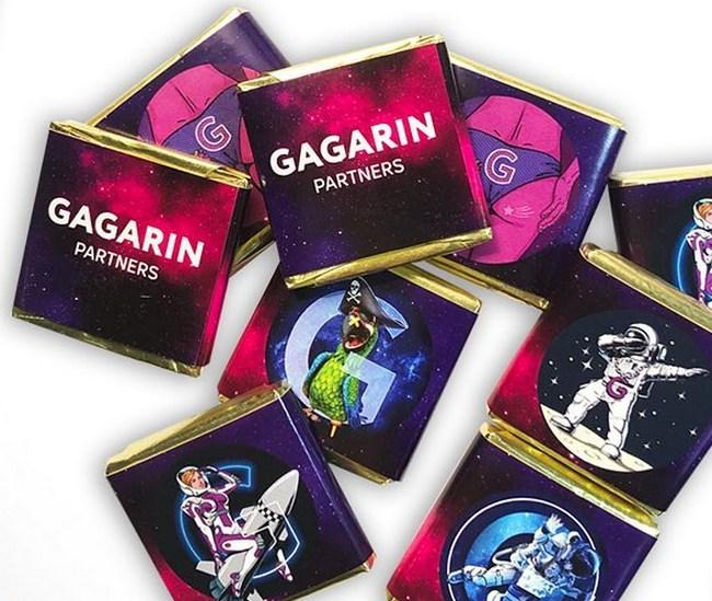 Плитки шоколада 5 г с символикой Gagarin Partners