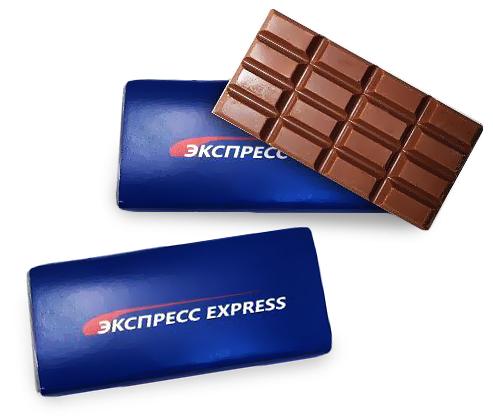 Плитки шоколада с логотипом на упаковке