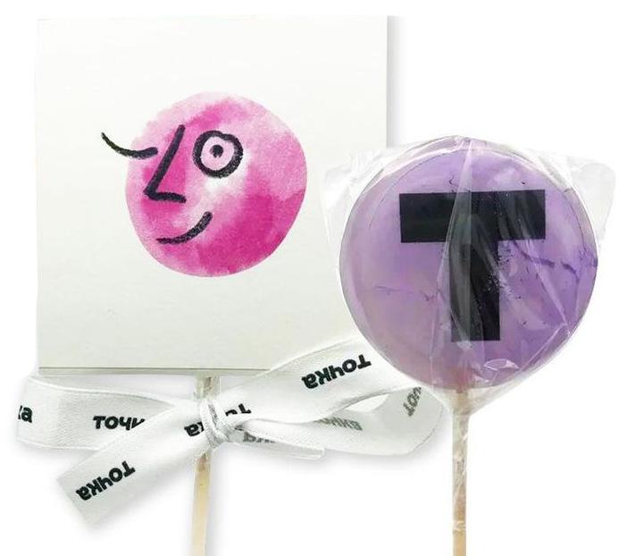 Леденцы на палочке с печатью логотипа Точка и шубером (надетой сверху коробочкой с лого)