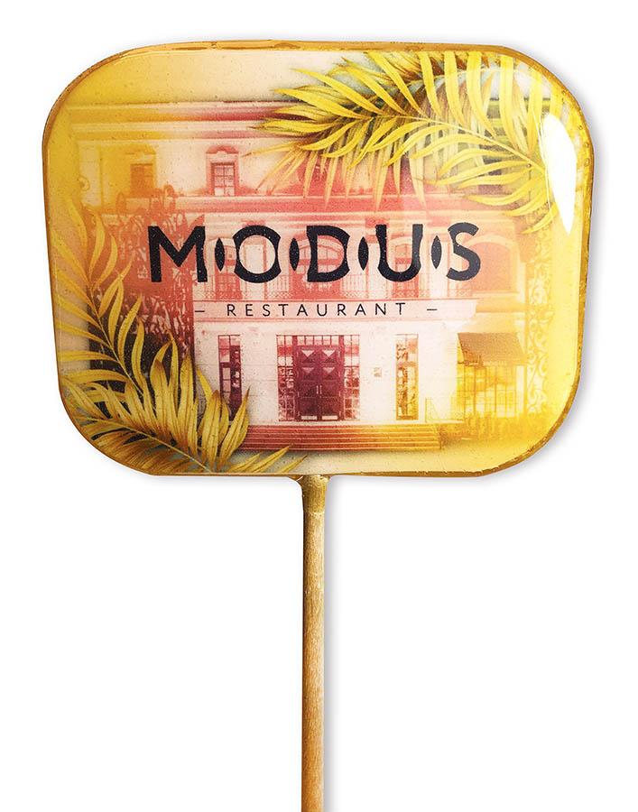 Прямоугольный леденец с округлыми краями с логотипом ресторана Modus