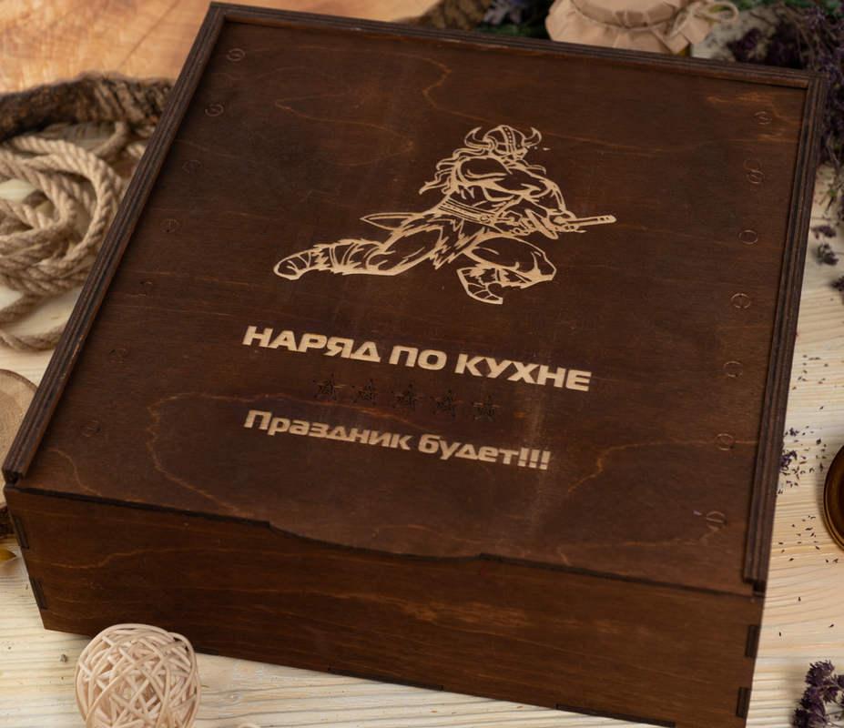 Деревянный ящик для съедобных сувениров с логотипом