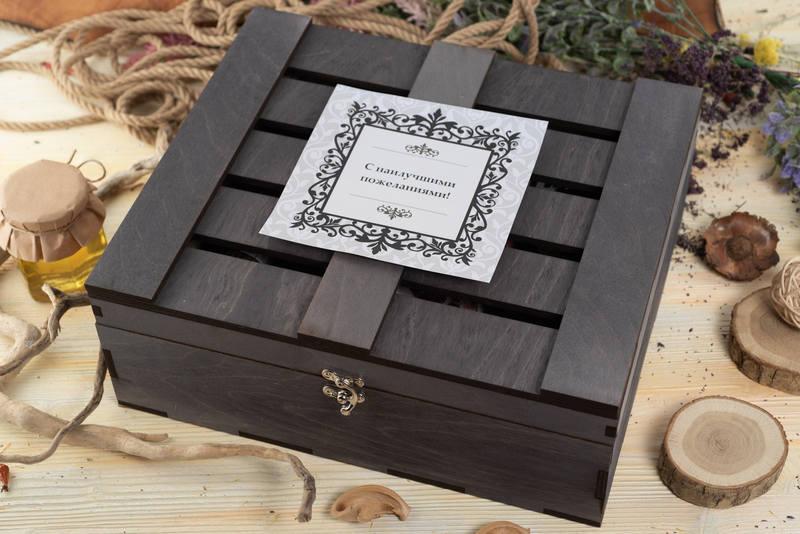 Коробка из дерева для вкусностей