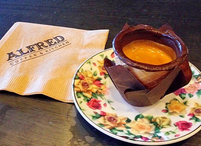Вафельные стаканчики с кофе. Источник фото: foursquare.com/v/alfred-coffee--kitchen/5037b4dee4b02b479d3e8dc8