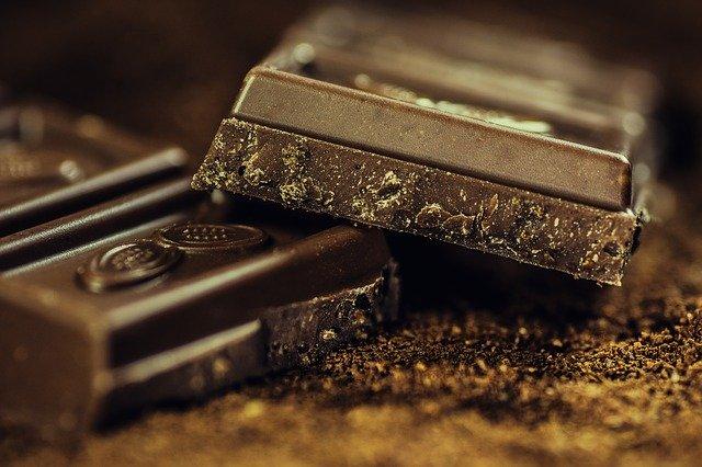 «Можно съесть небольшой кусочек шоколада»: назван способ правильно заедать стресс