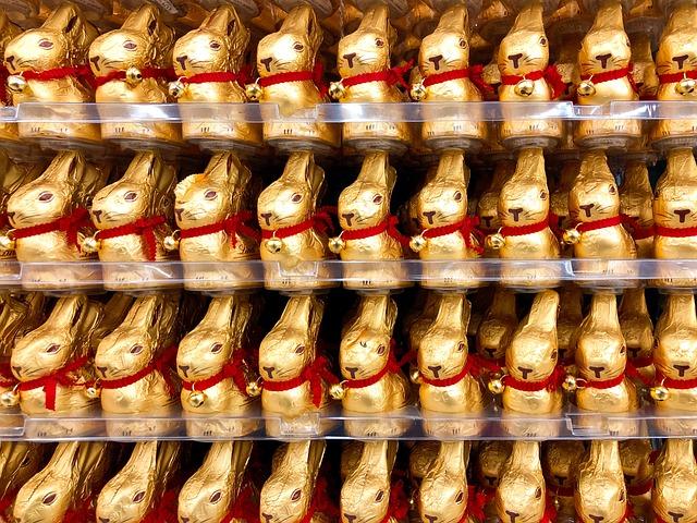 Фигурки шоколадных кроликов на Пасху