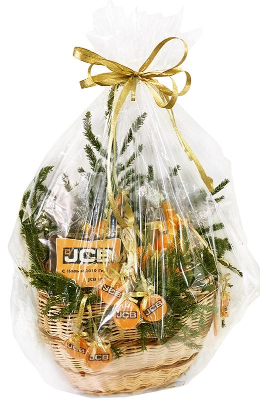 Подарочная корзина со съедобными сувенирами на Новый год для JCB