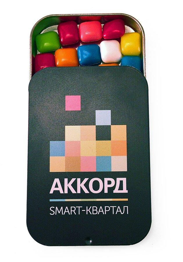 Освежающие конфеты в металлической баночке с логотипом