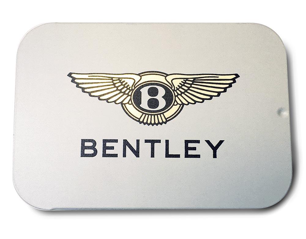 Освежающие драже в баночке слайд-тин с металлизированным логотипом Bentley. Лого может быть разных цветов