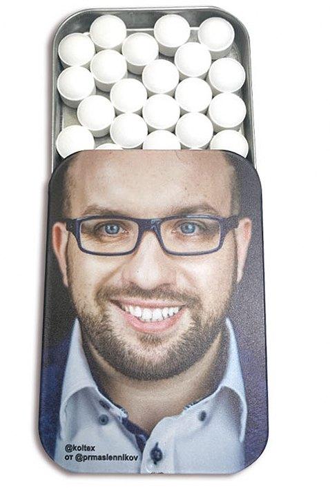 Освежающее драже в баночке с крышкой slide tin и портретом Дениса Кузнецова