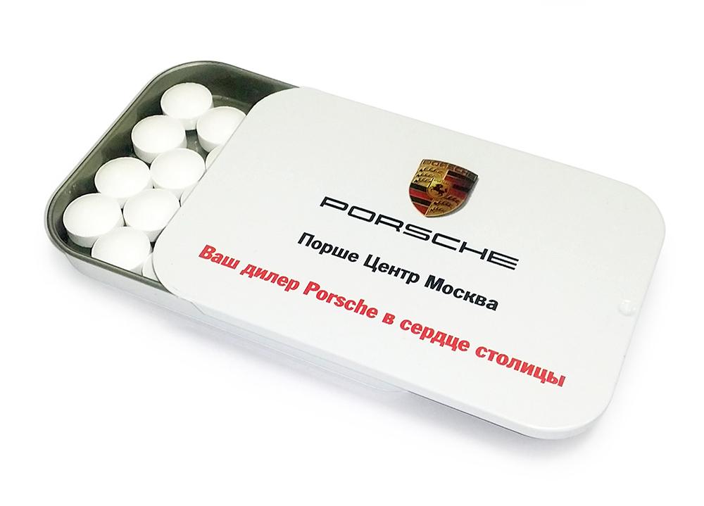 Драже в металлической баночке с крышкой слайд-тин с логотипом Porsche
