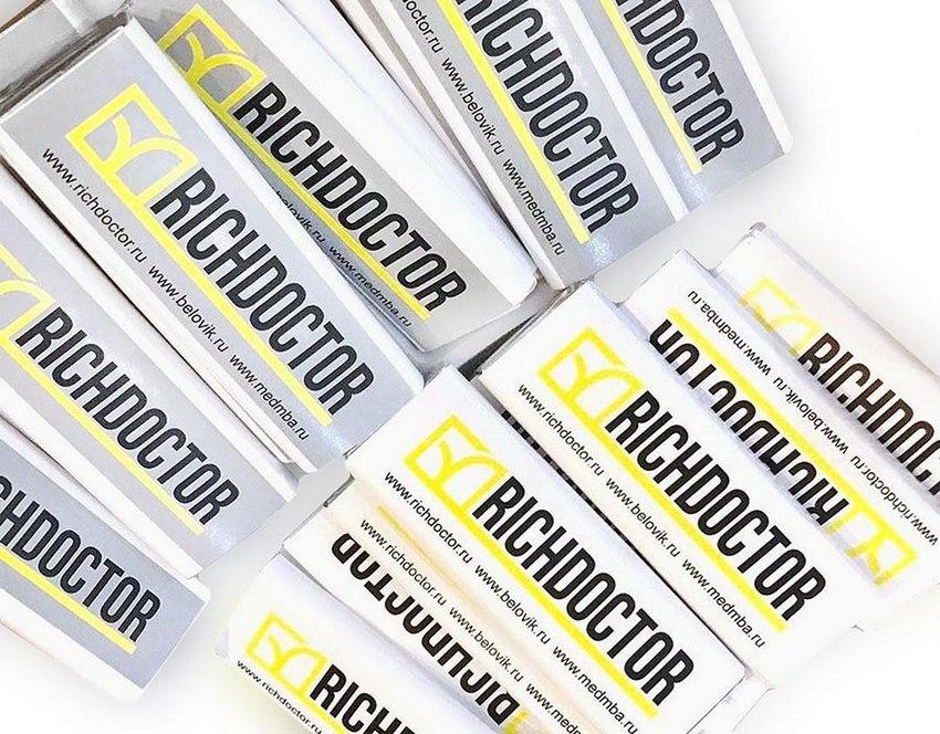 Жевательная резинка в пластинках с логотипом Richdoctor