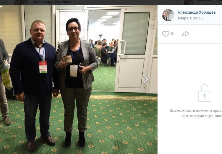 Фото: Александр Хорошев, vk.com. Справа — спикер Ольга Якимова с консервной банкой от ADSWEETS
