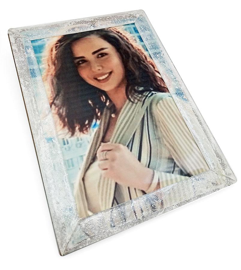 Портрет девушки на шоколаде в рамке из прозрачной карамели