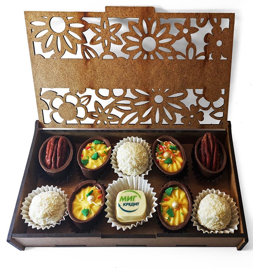 Конфеты ручной работы в деревянной коробочке