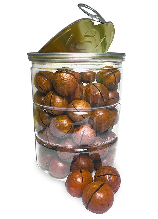 Прозрачная баночка с орешками макадамия