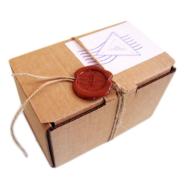 Подарочная коробка с сургучом