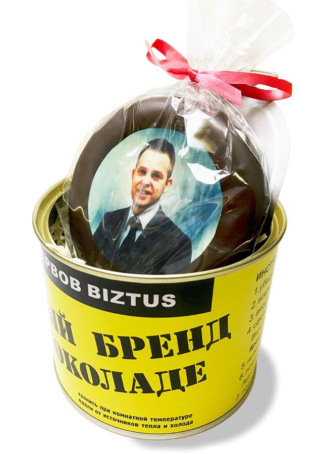 Консервные банки с портретами спикеров форума Личный бренд предпринимателя на шоколаде