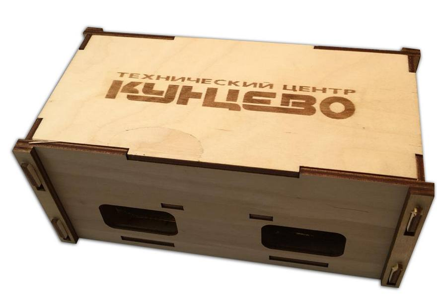 Коробочка с баночками варенья и меда с логотипом техцентра Кунцево