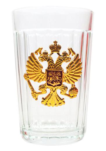 Граненые стаканы с российской и советской символикой