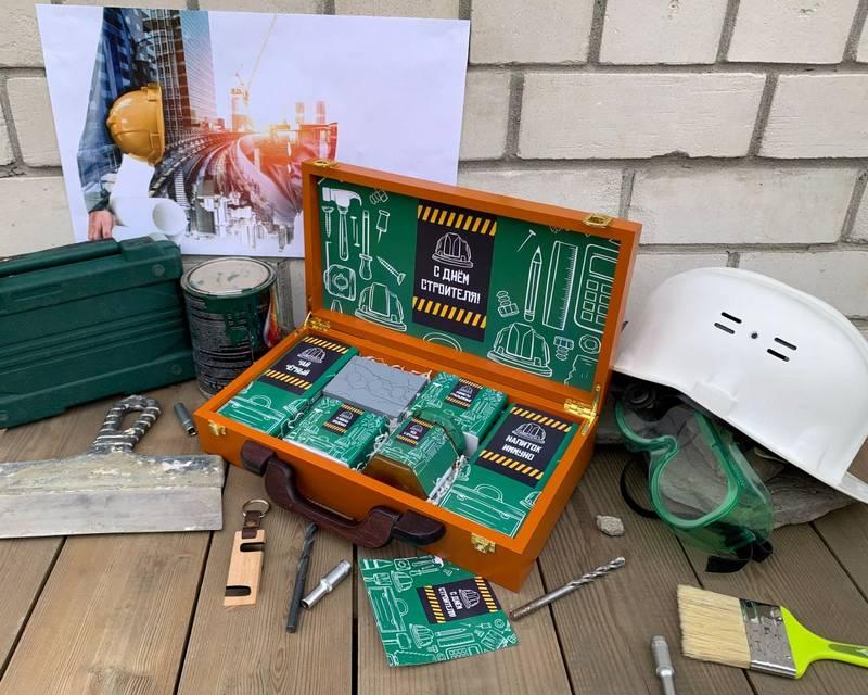 Подарки на День строителя – наборы из Сибири