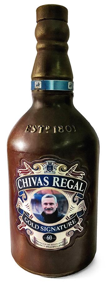 Фигурка бутылки из шоколада