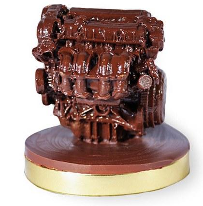 Фигурка автомобильного мотора из шоколада