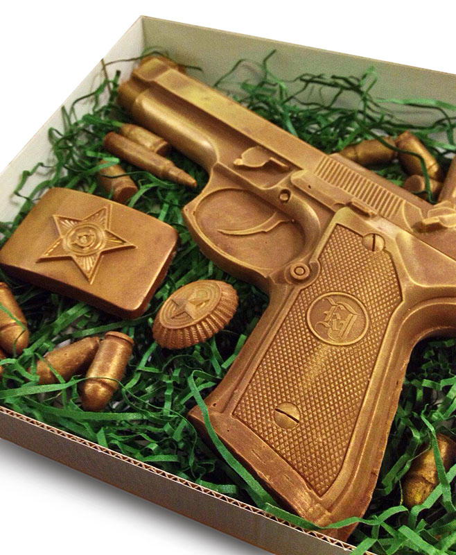 Шоколадный пистолет и патроны