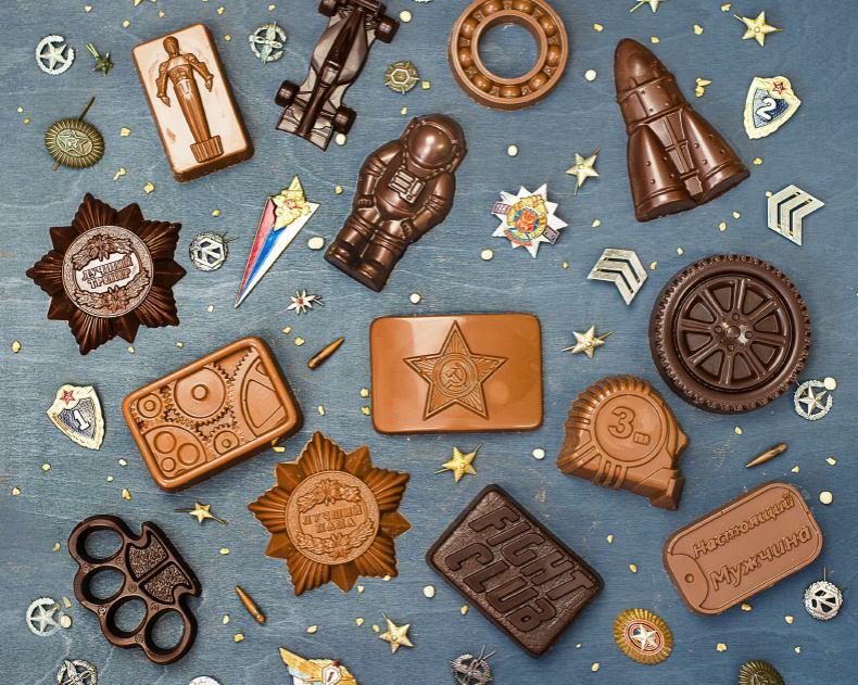 Мини-фигурки из шоколада на 23 Февраля, 9 Мая: пряжка, орден, рулетка, ракета, космонавт