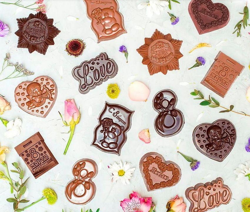 Мини-фигурки из шоколада на 8 Марта: сердечки, восьмёрочки, ордена, календари