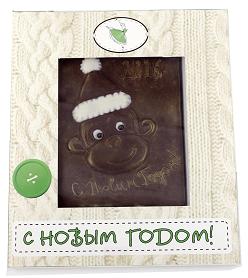 Шоколадная открытка в белой упаковке обезьянка-малышка С Новым годом