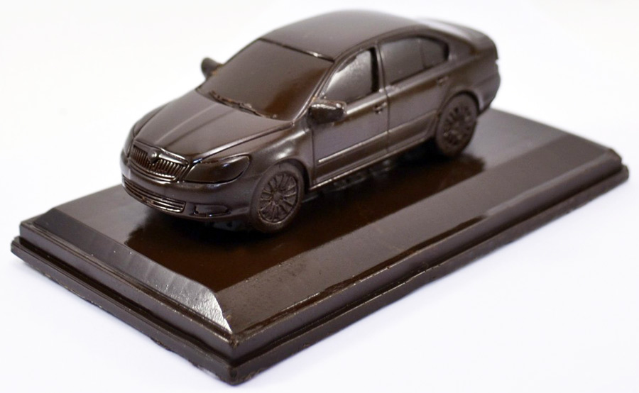 Шоколадная фигурка машины
