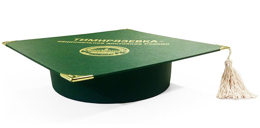 Конфеты в подарочной коробке на выпускной