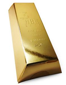 Золотые слитки с фирменной символикой