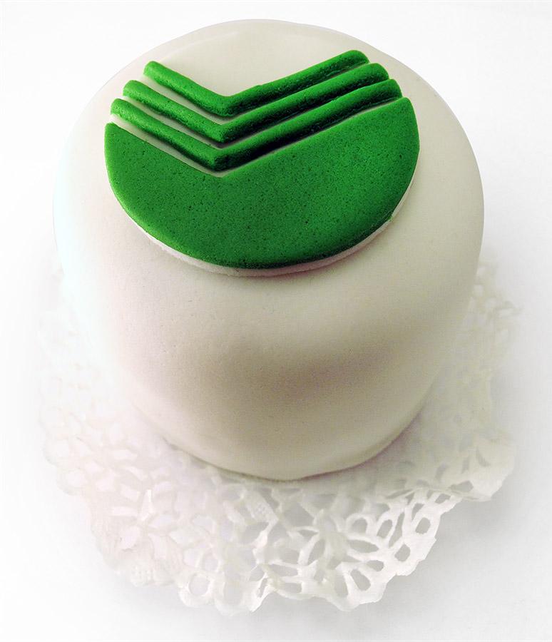 Пирожные и капкейки с символикой вашей компании