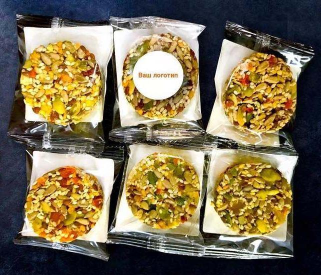 Фруктово-ореховые десерты в пакетиках с логотипом