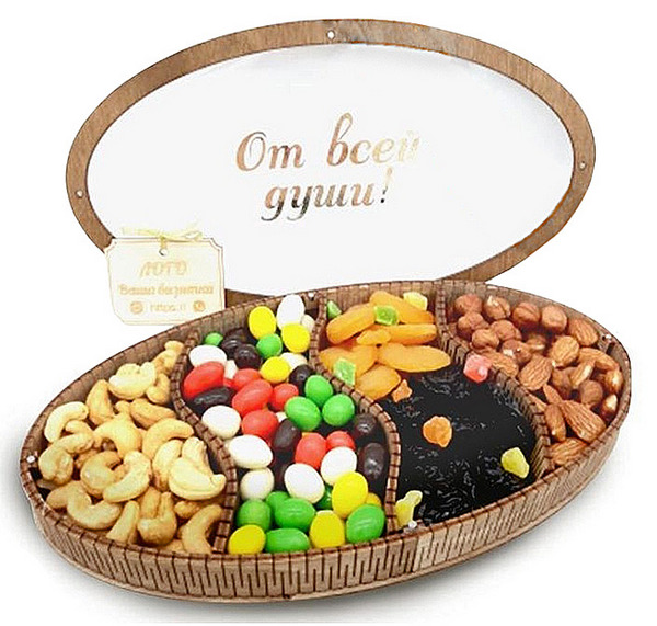 Подарочный набор для клиентов и бизнес-партнеров: орехи и сухофрукты в деревянном ящике