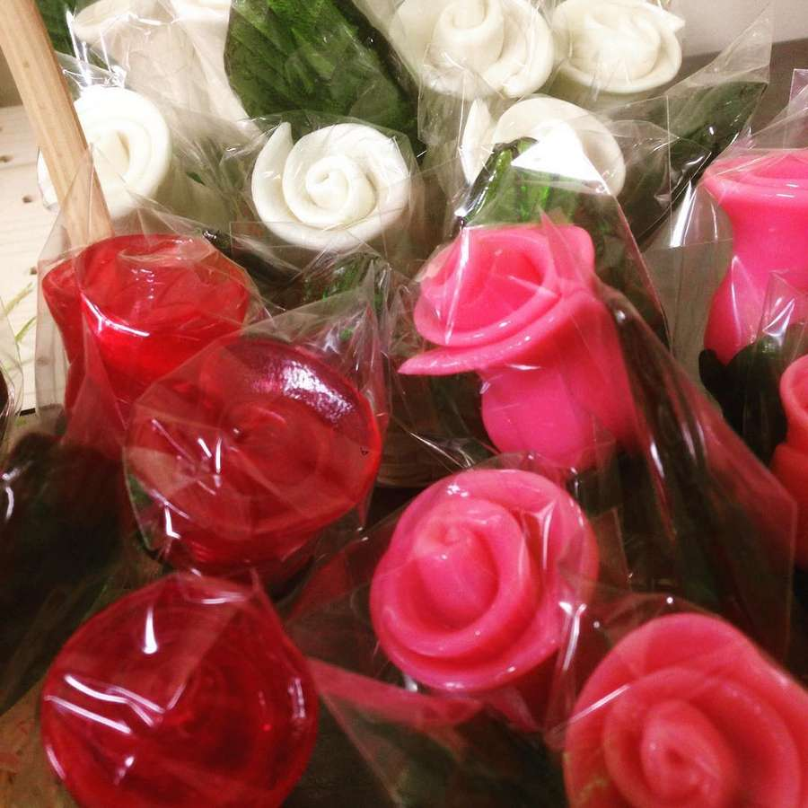 Леденцы-розы на палочке